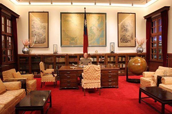 台灣中正紀念堂「蔣中正總統辦公室展廳」完成整修,有別於最初落成開放的辦公室場景,更進一步形塑歷史原貌與空間氛圍,增添臨場感。(中正紀念堂臉書)