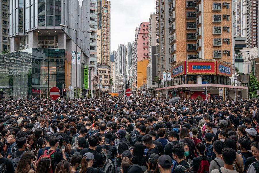 眾多香港人4日上街集會,反對送中惡法。(Anthony Kwan/Getty Images)