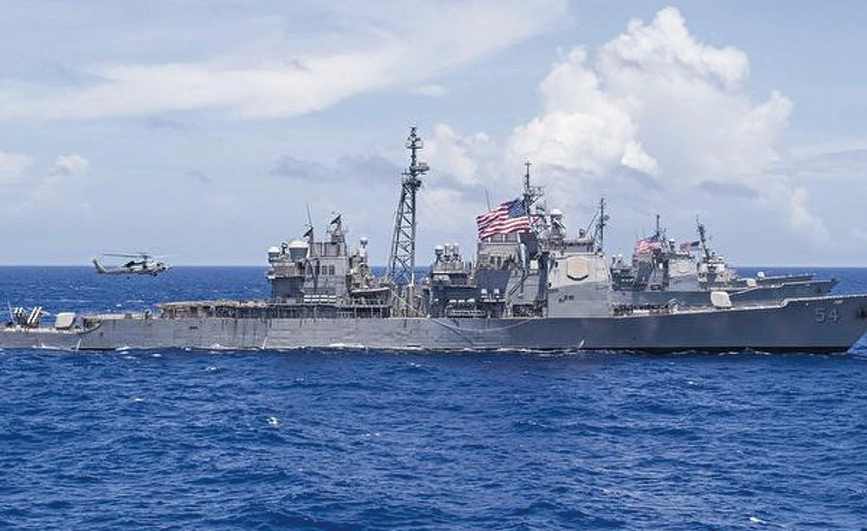 針鋒相對,中共剛發國防白皮書, 美艦穿行台海。圖為美軍導彈巡洋艦「安提坦號」(USS Antietam)。(NOEL CELIS/AFP/Getty Images)