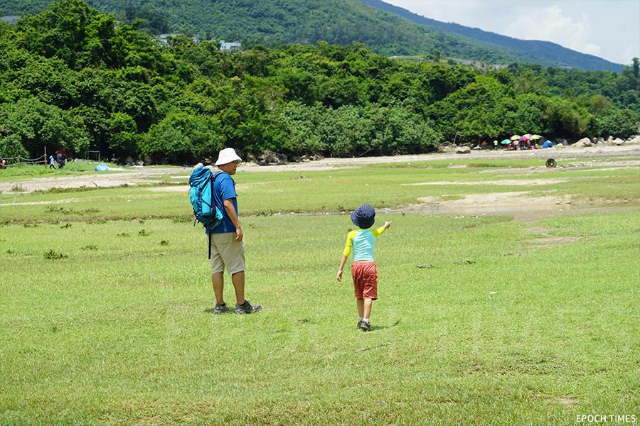 水口灣孕育超過180種物種,具有豐富的生態價值,適合帶孩子來認識自然環境。(曾蓮/大紀元)