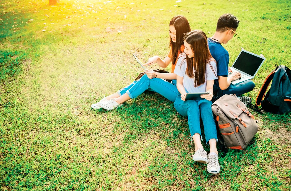 當孩子進入高中時,很多事情在他們的生活中突然變得如此重要:成績、社交、朋友、課外活動、選擇大學,以及他們的未來。作為家長,當孩子面對上述重大問題時,其關鍵角色不容忽視。