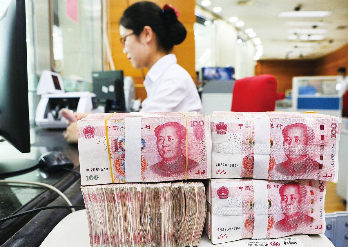 多位專家指出,中國(中共)把人民幣當作武器,有經濟自傷風險,因為人民幣匯率牽一髮而動全身,無人能預測人民幣走軟會不會引發其它效應。(AFP/Getty Images)
