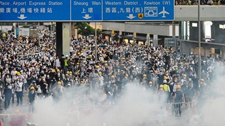 深圳萬警演習黑幫大舉襲港 中共對港人文攻武嚇