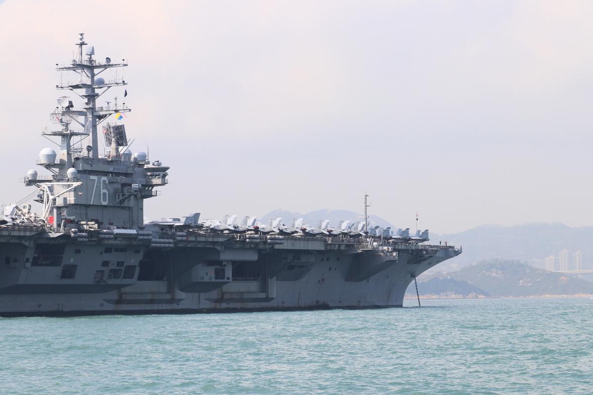 美國「列根號」航空母艦(USS Ronald Reagan)8月6日駛入南海,前往菲律賓首都馬尼拉。(大紀元資料室)