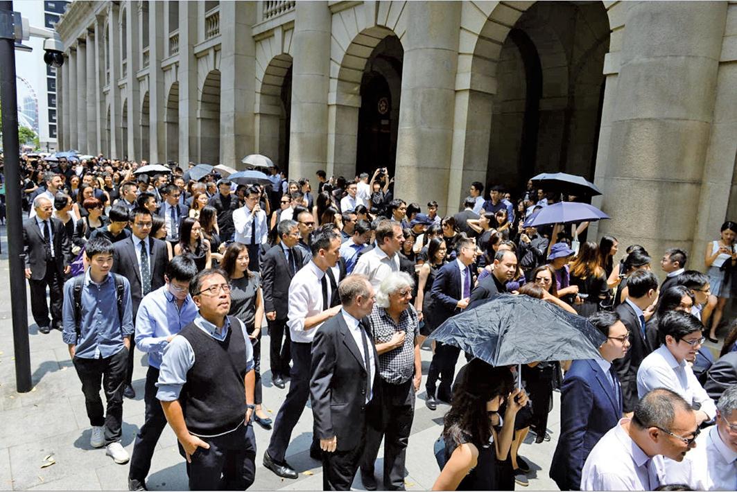 香港「反送中」運動延燒,這場運動誰也不知道出口何在。圖為8月7日香港法律界舉行黑衣遊行,反對送中條例。(宋碧龍/大紀元)