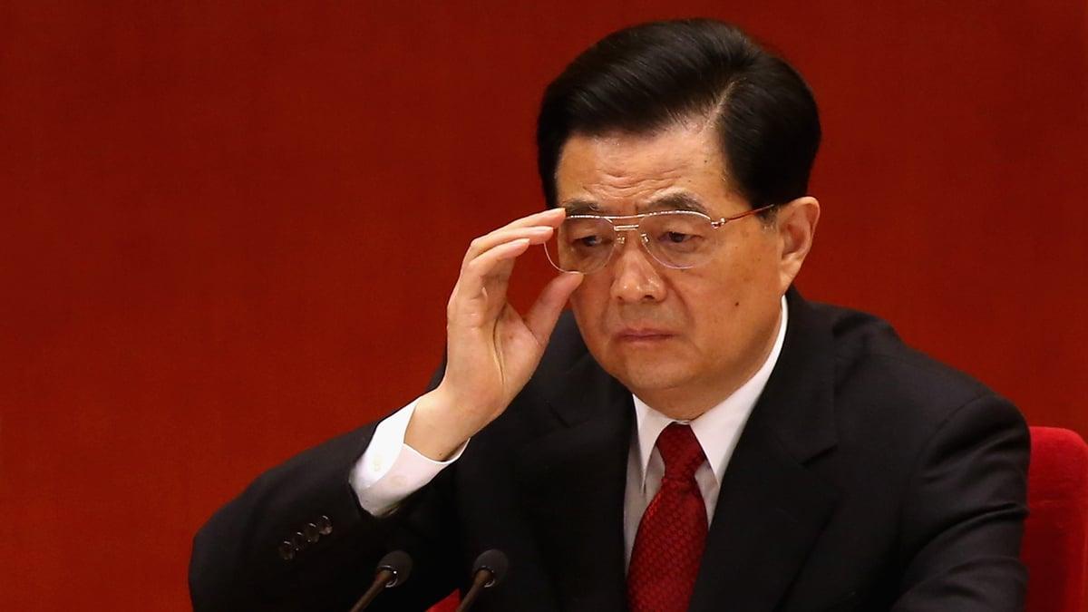 李銳生前曾透露,鄧小平十四大上不僅「隔代」指定了總書記接班人胡錦濤;還「隔代」指定朱鎔基接任國務院總理。( Feng Li/Getty Images)
