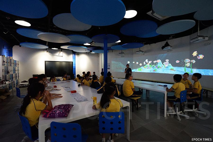AR主題互動水族館,有十二米長的AR互動牆。(曾蓮/大紀元)