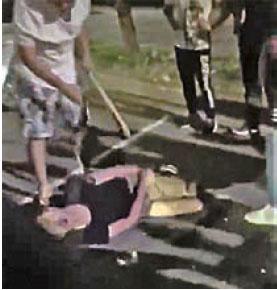 8月5日全港罷工、罷市及罷課,晚間在荃灣及北角發生數宗黑社會圍毆示威者事件。(影片截圖)