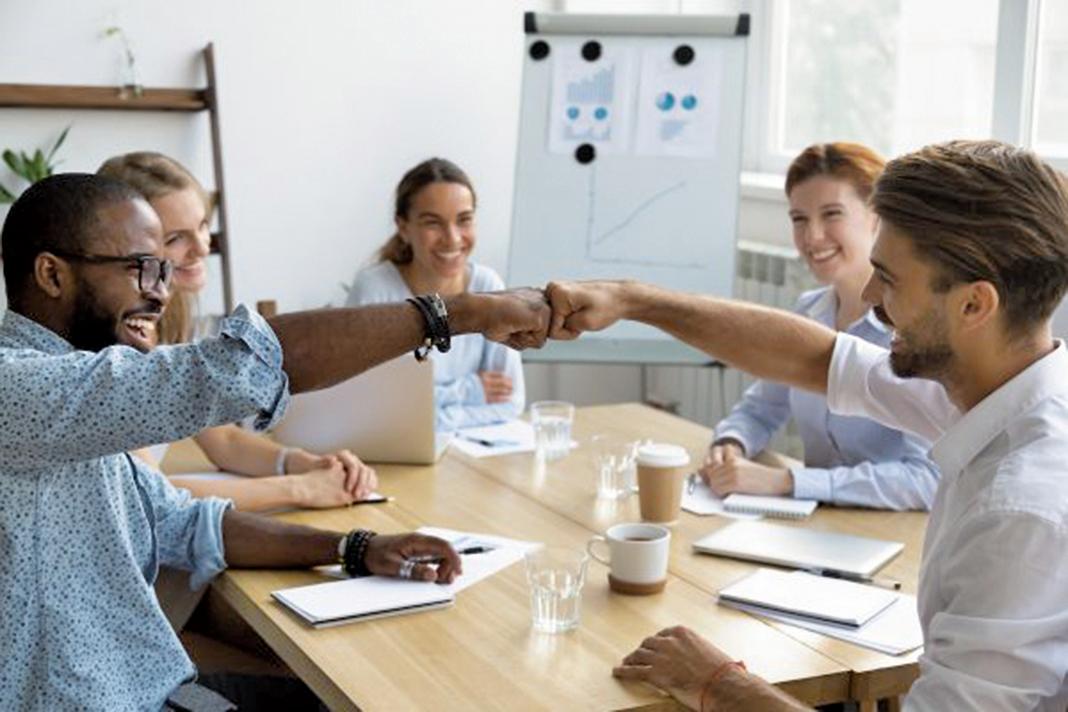 理解人際需求的框架可以為同事之間提供一種讓他們彼此分享需求高低的方法,希望每個人都尊重並滿足對方的需求來營造一個愉快的工作環境。(Shutterstock)