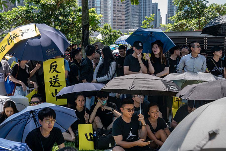 香港市民大規模「反送中」行動至今已經持續整整兩個月。儘管港警強力鎮壓,北京不斷恐嚇警告,香港民眾並未退縮。有分析認為,「反送中」運動很可能會走向長期抗爭。(Anthony Kwan/Getty Images)