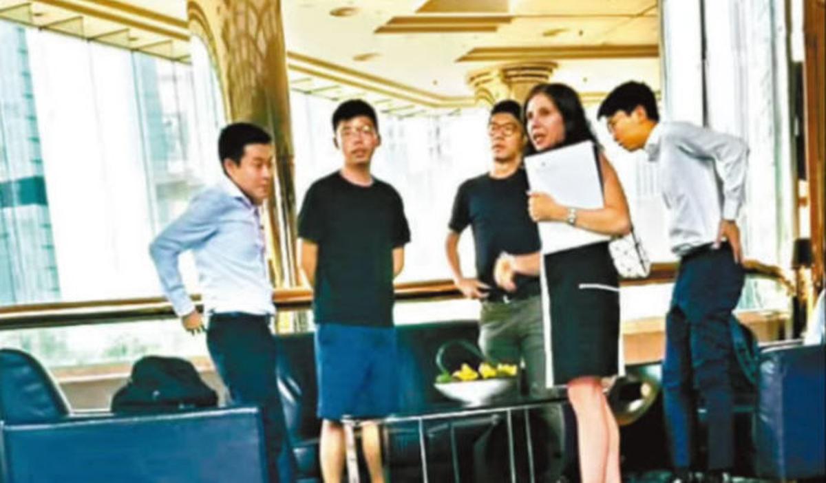 香港眾志的核心成員黃之峰、羅冠聰等5名青年8月6日與美國駐港領事埃德(Julie Eadeh)進行了一次交談。(網絡圖片)