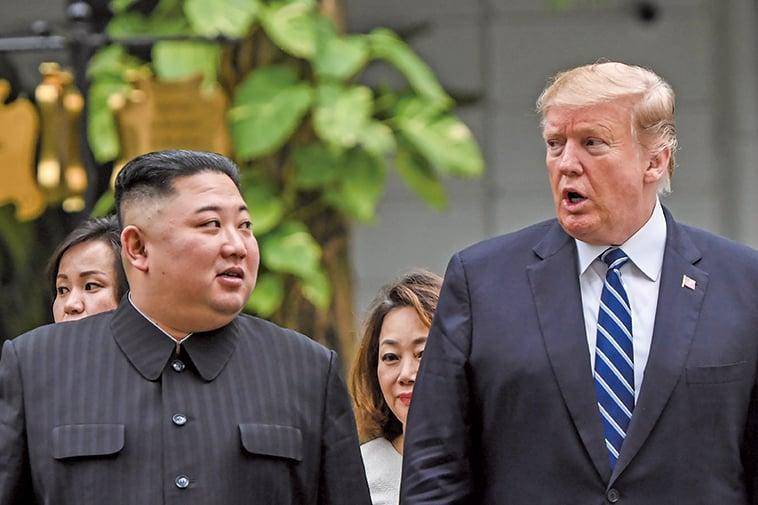 美國總統特朗普上周六(8月10日)表示,他收到北韓領導人金正恩的來信。圖為2月28日,「特金二會」在越南首都河內進行。(AFP)