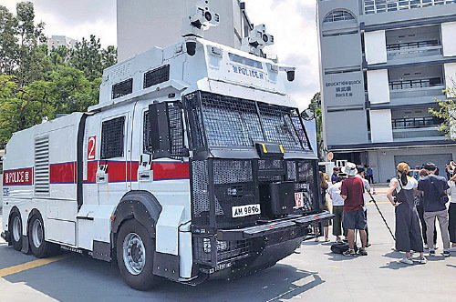 警方早前斥資 1,660 萬港元,購買3輛俗稱「 水炮車 」的人群管理特別用途車,幫助打壓示威者。(梁珍/大紀元)
