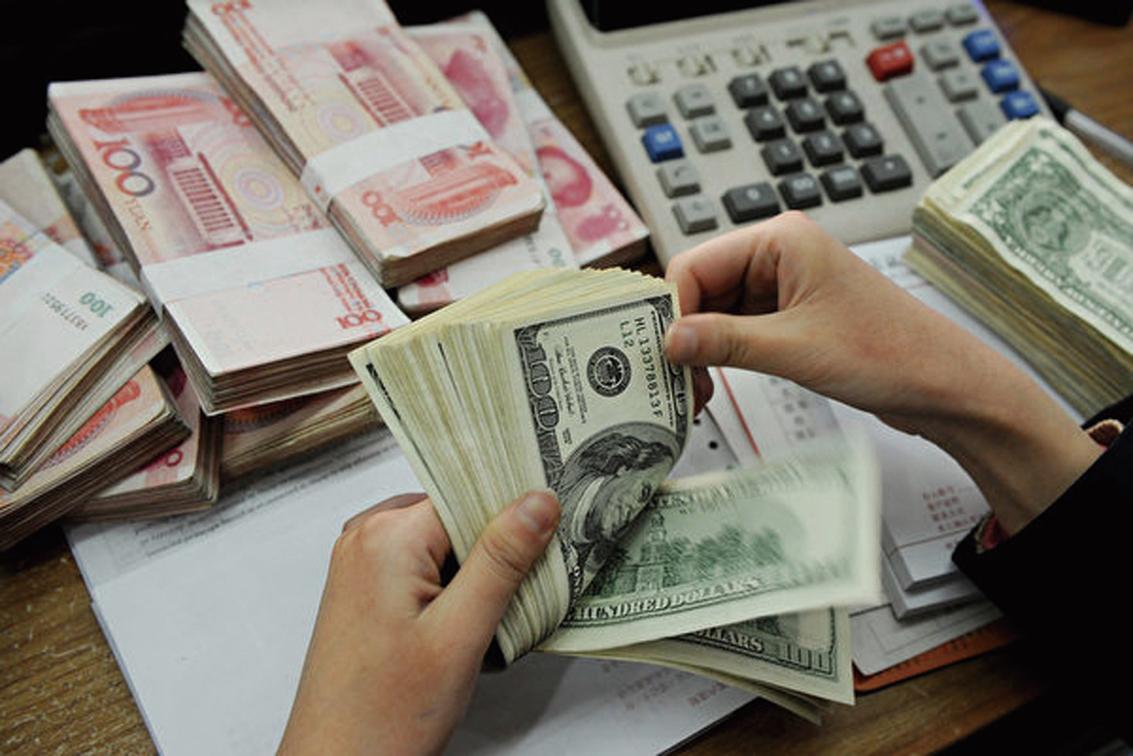 人民幣跌破7以後,大陸負有巨額外債的企業遭殃。(AFP/Getty Images)