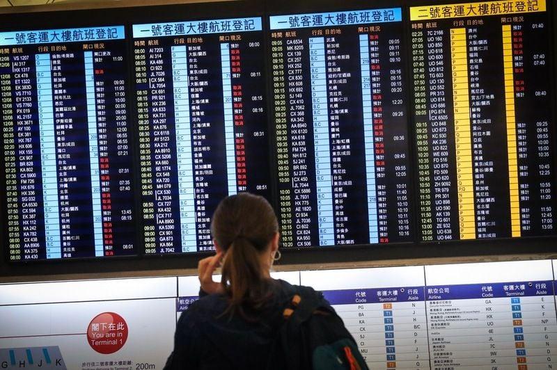 香港反送中示威者號召全民罷工、百萬人塞爆機場,造成香港機場12日下午4時起全數航班取消,13日班機航班大亂。(中央社)