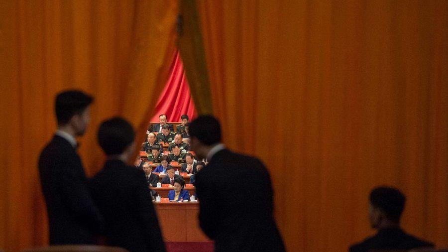 有專家和紅二代揭露,中共十九大上,中共黨內的兩場妥協交易,使本已大權在握的習近平陷入處處被動的困境。(Getty Images)