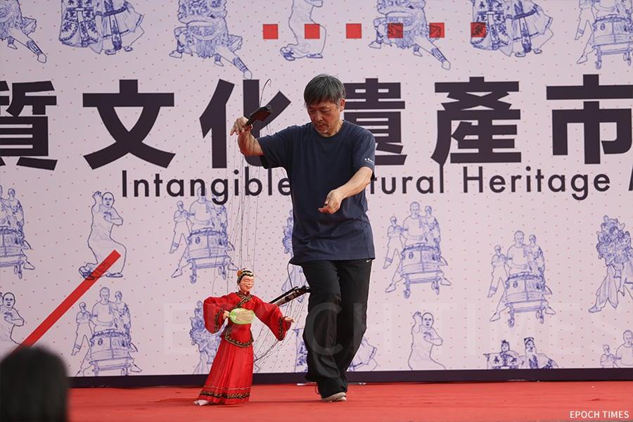 黃暉師傅常常受邀於各區進行演出。(陳仲明/大紀元)