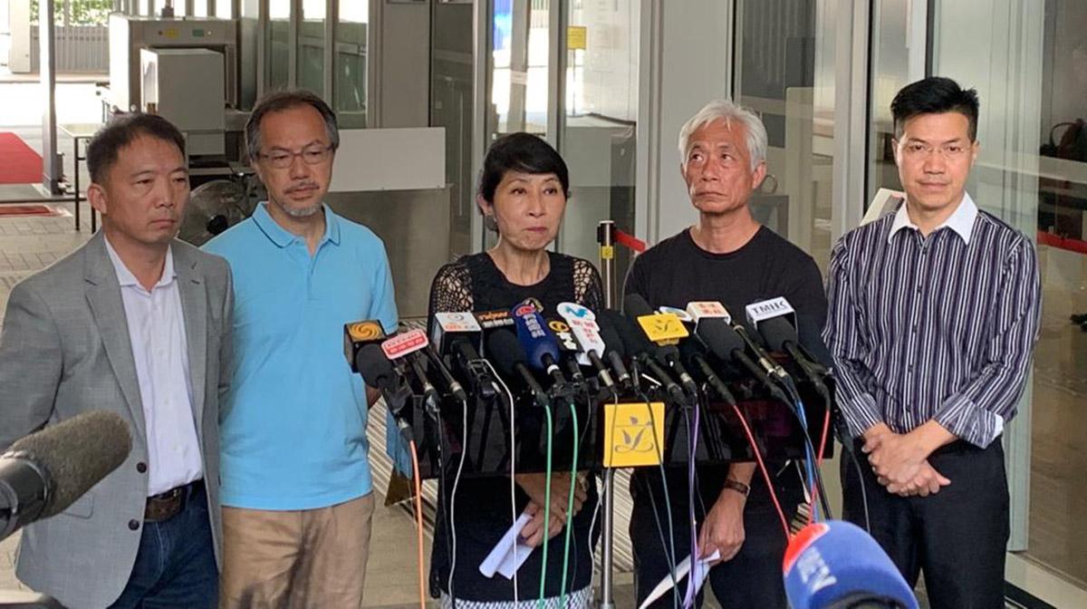 民主派議員批評評林鄭顛倒黑白指責示威者,強調港人覺得不安全的主因就是警察暴力,又要求政府五大訴求。(駱亞/大紀元)