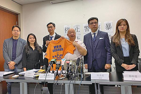 人權監察舉行記者會,香港已面臨前所未見的人道危機,而警方已經淪為「無紀律部隊」。(駱亞/大紀元)