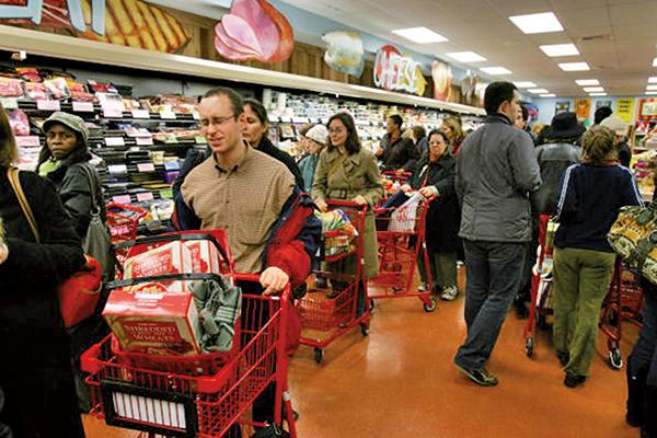 美國白宮表示,美國失業率持續下降,消費者信心指數創新高,整個國家經濟持續強勁成長。(AFP)