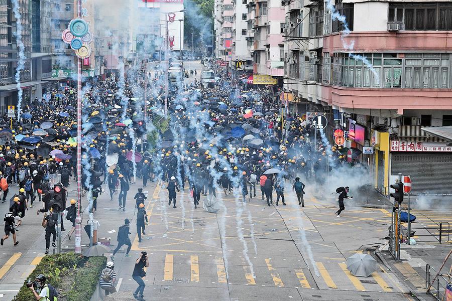 香港飛出黑天鵝 大陸人翻牆圍觀