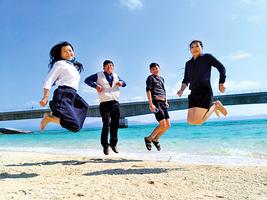 淨白細沙 蔚藍海水 日本沖繩跳島JUMP!