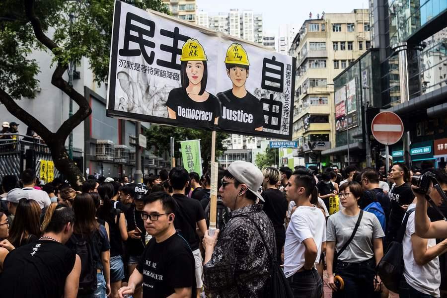 外媒:香港困局滑向危局 港人抗爭步入轉折期