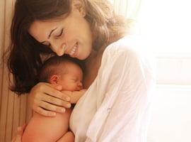 研究發現:溫暖的擁抱會讓寶寶更聰明
