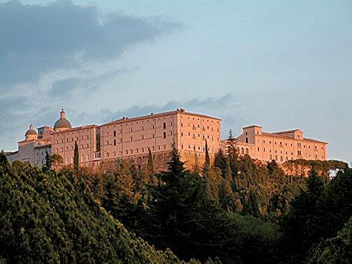 現在於凱西諾山上的本篤修道院。(Halibutt/Wikimedia Commons)