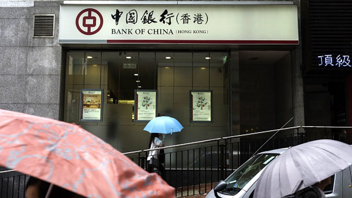 香港民眾日前在網上發起8.16「銀行大擠兌」活動。(TENGKU BAHAR/AFP/Getty Images)