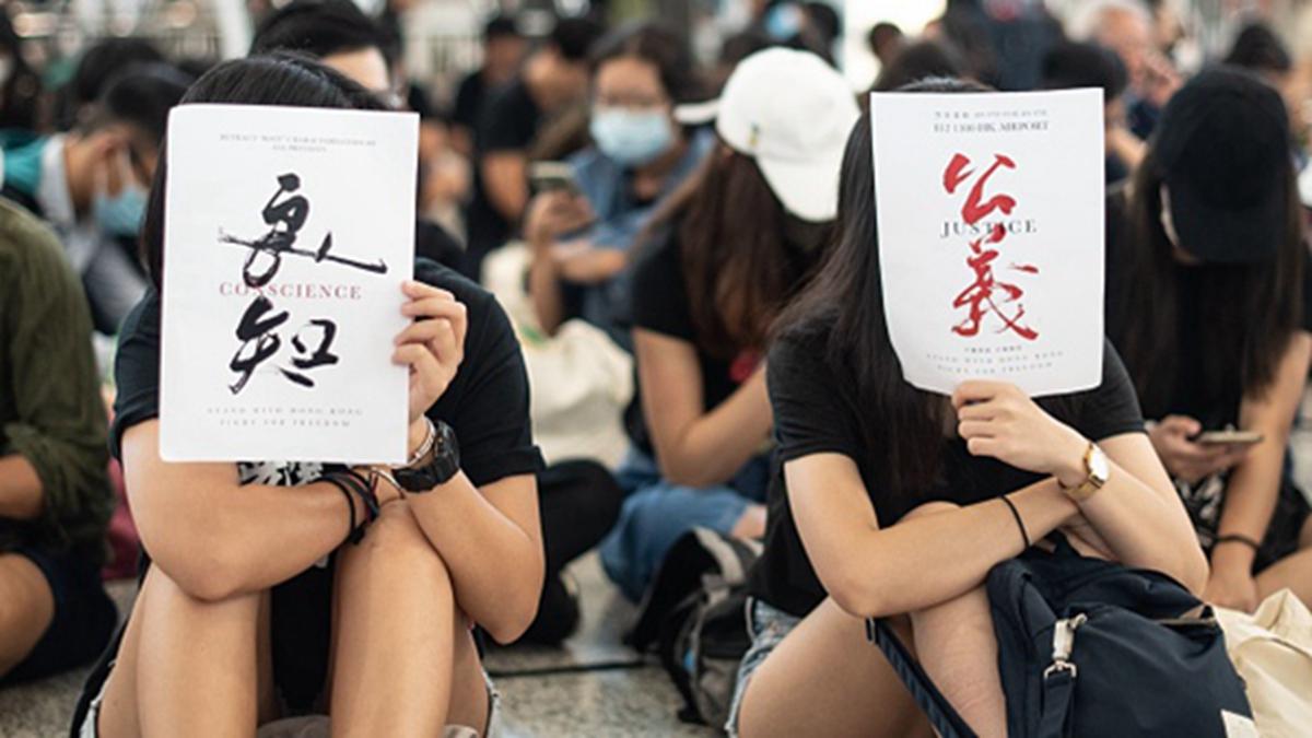 由於中共背信棄義,才導致港人憤怒,發起反送中抗爭運動,要跟大陸切割。(PHILIP FONG/AFP/Getty Images)