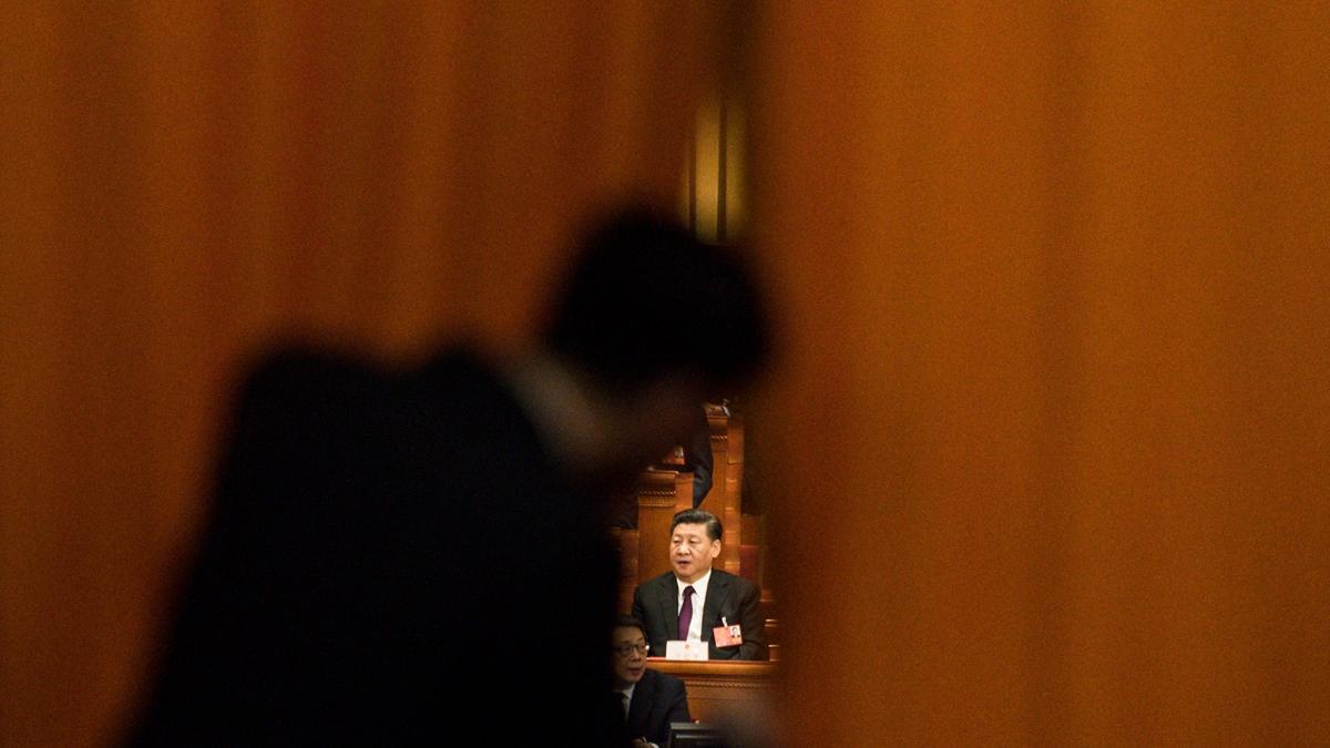 分析認為,現在習近平騎虎難下,王滬寧鼓動14億中國人仇恨港人,如果習不動手,民眾不依不饒,如果習冒然出兵,後果將不堪設想。(FRED DUFOUR/AFP/Getty Images)