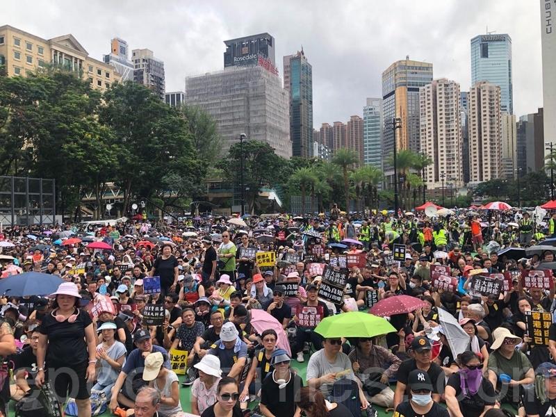 2019年8月18日下午,民陣舉行「煞停警黑亂港、落實五大訴求」遊行,圖在維多利亞公園。(梁珍/大紀元)