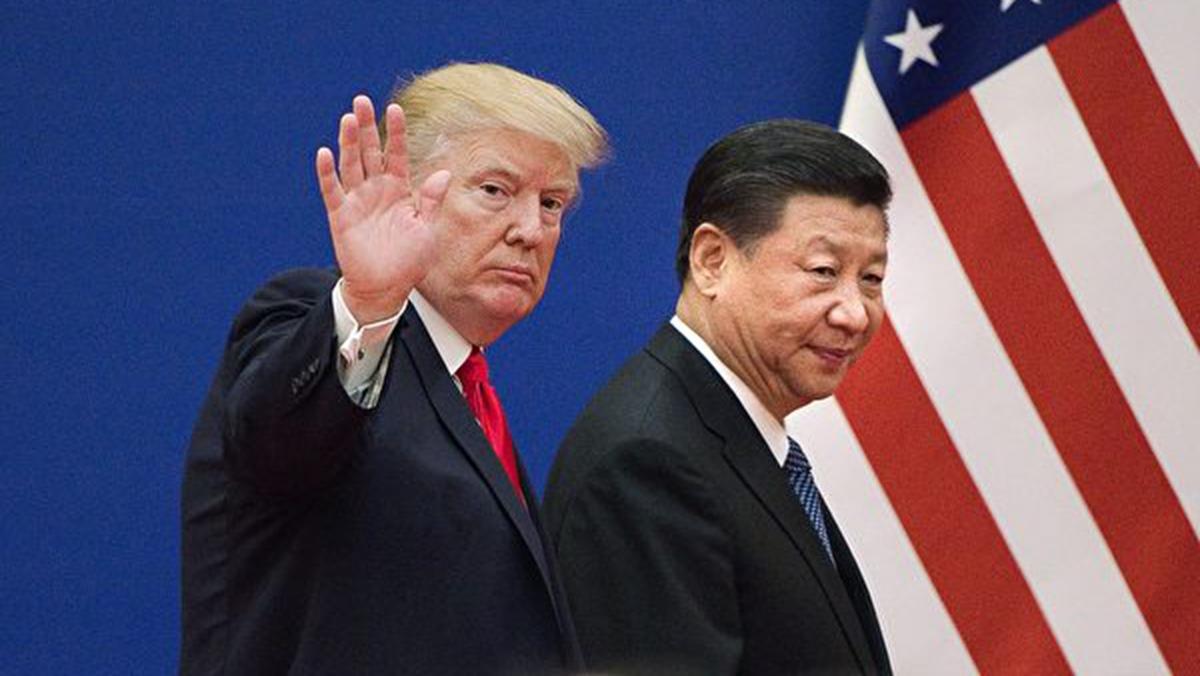 美國總統特朗普,一連3天發聲警告中共,人道地解決香港問題,有專家稱,特朗普連續發聲話中有話,北京開槍必將付出六大代價。(NICOLAS ASFOURI/AFP/Getty Images)