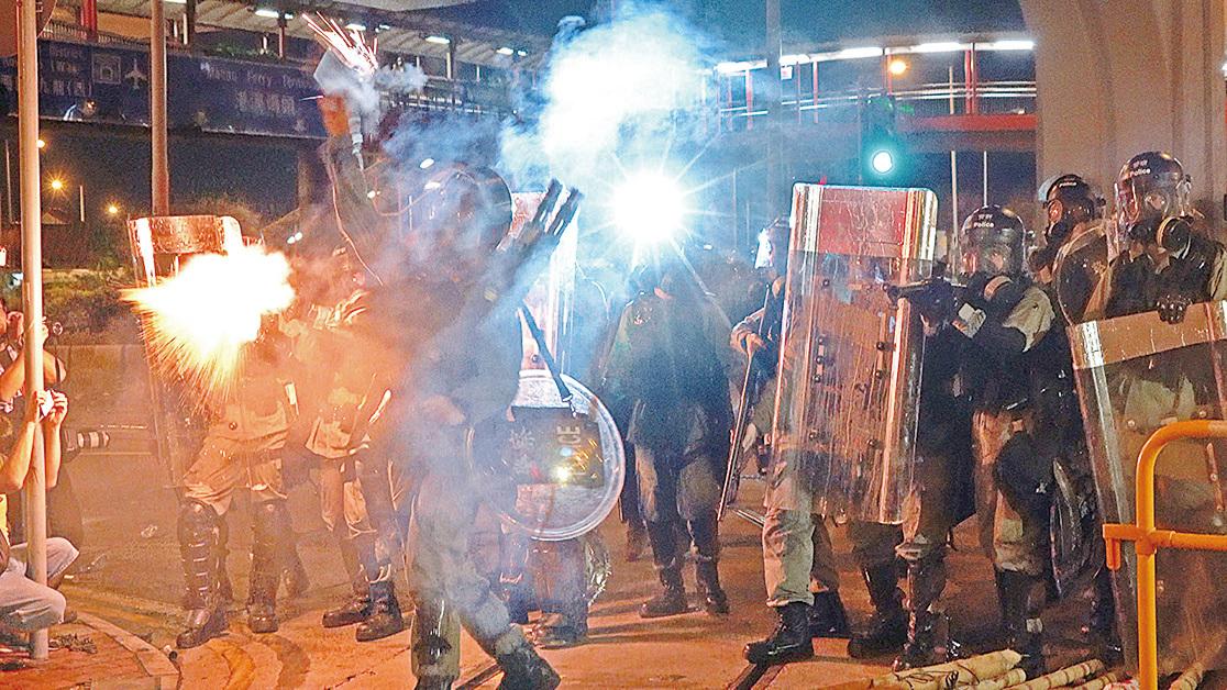 在反送中運動中,香港警察多次暴力清場。國際特赦已經發表聲明稱警方使用過份武力,違反國際法。(大紀元資料照片)