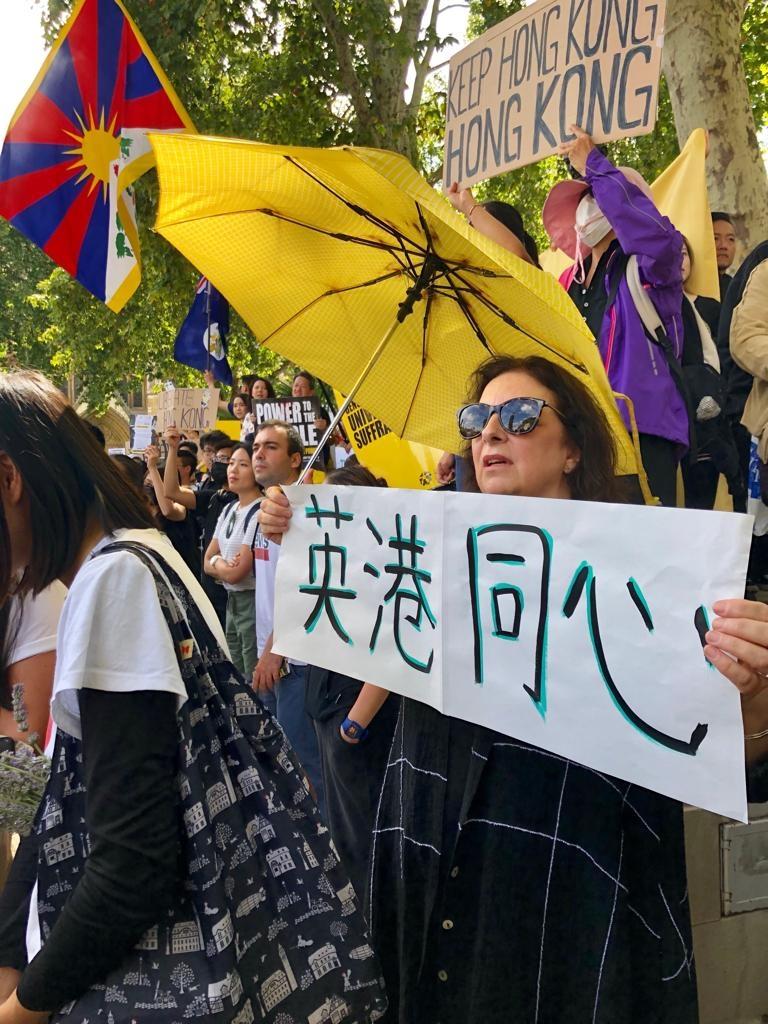 出席8.17倫敦遊行的除了旅居英港人外,亦有不少支持香港的外籍人士、西藏團體、居英台灣及中國人。(文沁/新唐人記者攝)