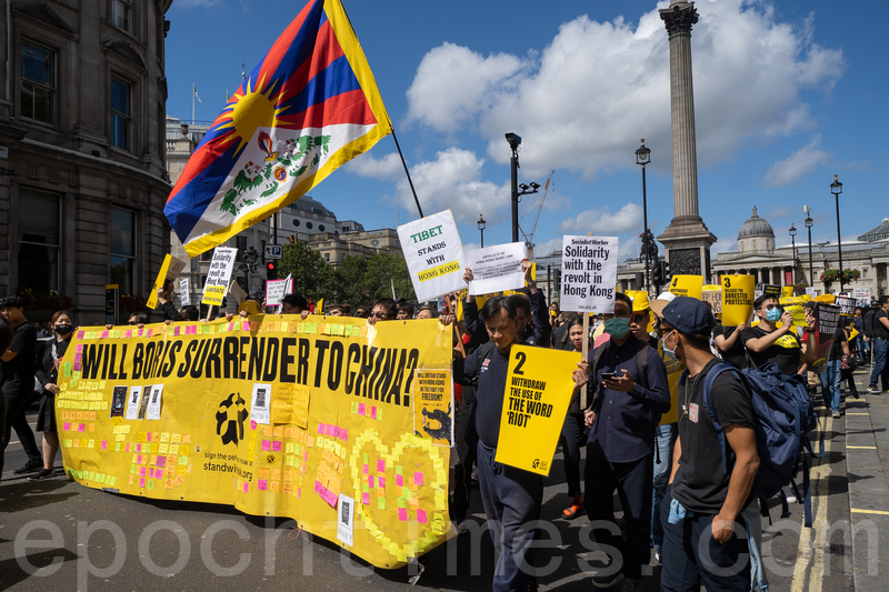 出席8.17倫敦遊行的除了旅居英港人外,亦有不少支持香港的外籍人士、西藏團體、居英台灣及中國人。(晏寧/大紀元)