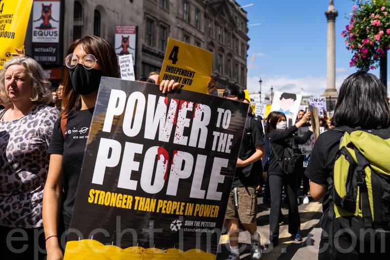 有大陸留學生表示支持港人爭取自己的權力,勇敢上街遊行的勇氣。(張娜/大紀元)