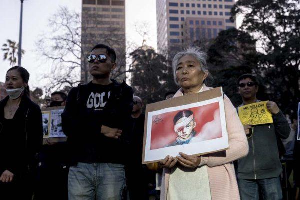 香港少女被打爆右眼,被認為是刺激民眾上街的催化劑之一。圖為集會現場。(Brook Mitchell/Getty Images)
