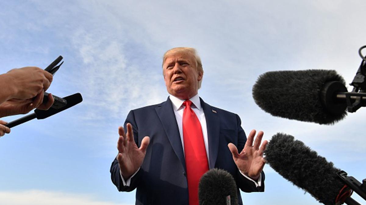 美國總統特朗普8月19日再次就香港局勢表態,他重申希望北京人道解決香港問題,並表示貿易協議並不急。(NICHOLAS KAMM/AFP/Getty Images)