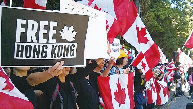 8月18日下午,溫哥華舉行了「港加同心,全球抗暴」集會。(李樂/大紀元)