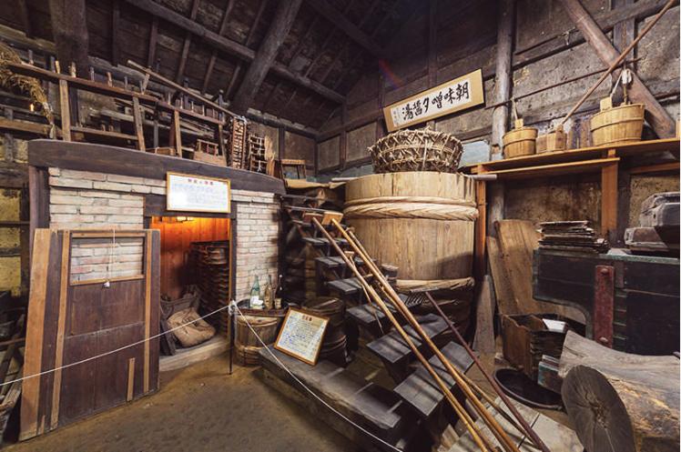 177年歷史的醬油廠房「角長職人藏」,至今堅持用人手和柴火造醬油,已成為當地特色景點。(和歌山旅遊局圖片)