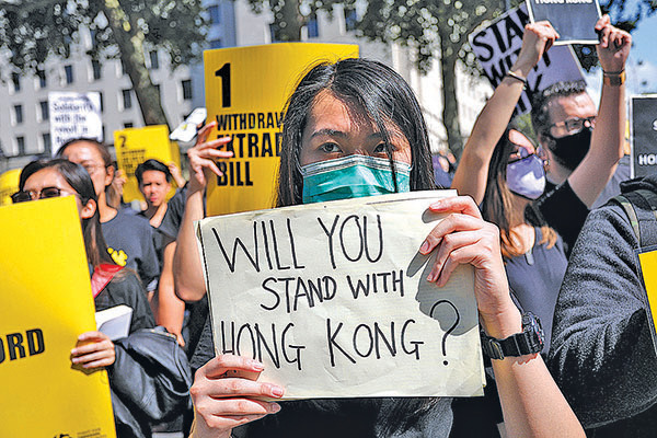 Twitter稱被刪帳號由中共政府協調行動,在香港煽動政治意見不和,詆譭民眾抗議運動的合法性。(AFP)
