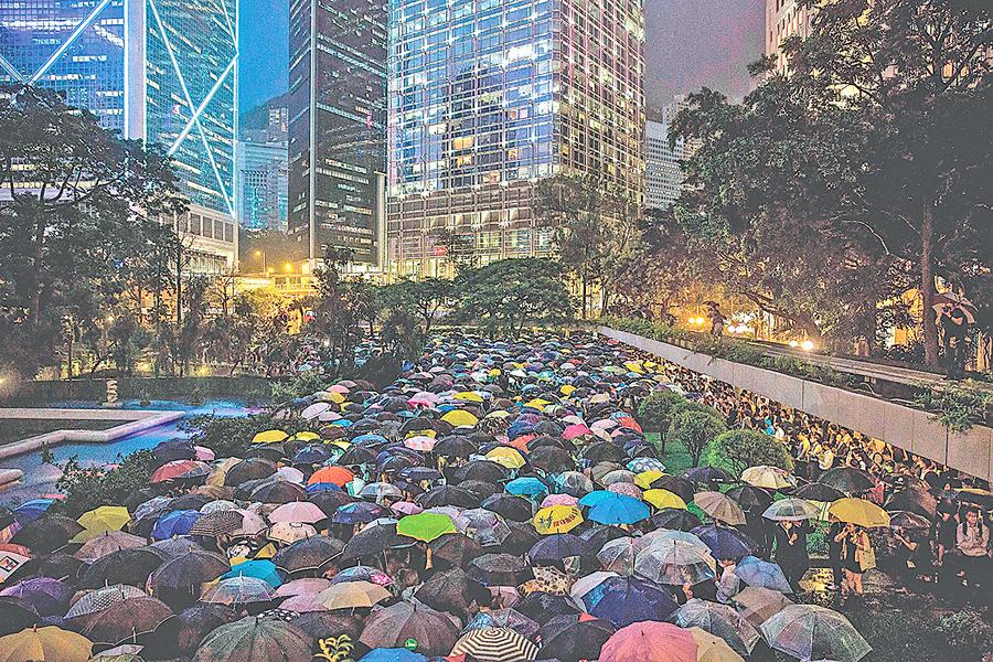 大陸同胞應香港同胞書 「香江水冷鷓鴣潛 誰解盛夏肅如秋」