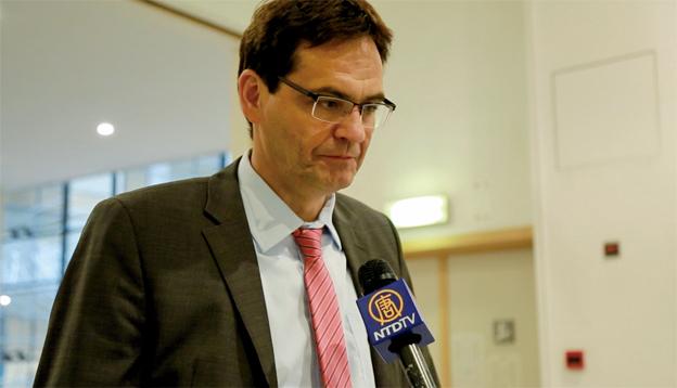德國的歐洲議會議員彼得‧萊斯表示許多的議員關心此事,參與活摘器官的人將受懲罰。(大紀元)