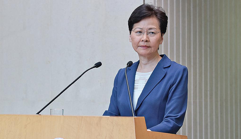 8月13日,特首林鄭月娥出席行政會議前回應記者提問,稱香港已經「五勞七傷」。(王偉明/大紀元)