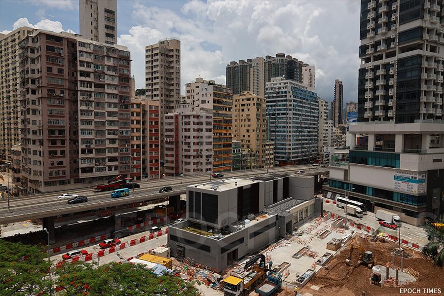 在土瓜灣興建的港鐵站快將落成,最快於明年啟用,這一帶的舊樓或也逃不過清拆的命運。(陳仲明/大紀元)