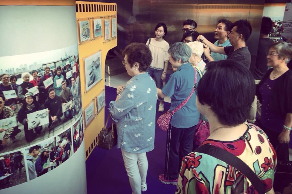 《走走畫畫筲箕灣》城市速寫工作坊結束後舉辦畫展,長者們見到自己的作品十分開心。(受訪者提供)