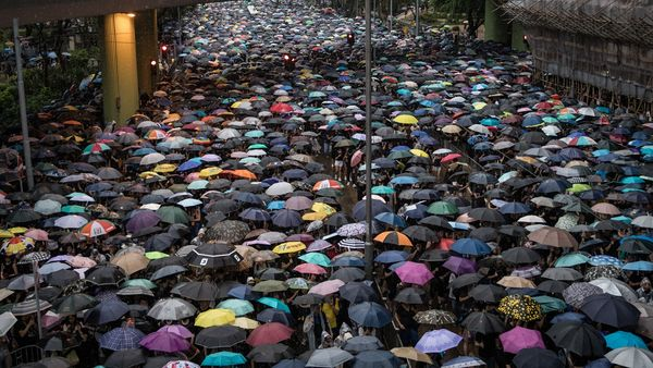 經過兩個多月抗爭,170萬港人再次走上街頭,不畏不懼的抗爭。(Chris McGrath/Getty Images)