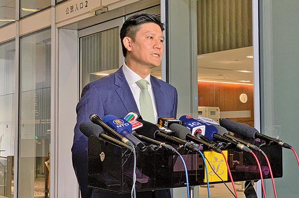 立法會議員、國泰機長譚文豪於8月20日召開記者會說明已向國泰航空提交辭呈。 (駱亞 / 大紀元)